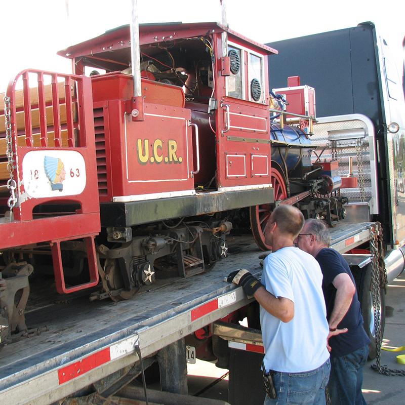 canada-train-unloading-2
